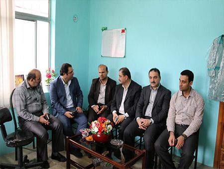 تمیزکار در جریان بازدید هیات رئیسه دانشگاه آزاد اسلامی لاهیجان از مدرسه سبز :