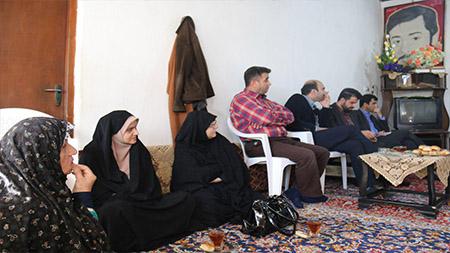 دیدار مسوولین و کارکنان دانشگاه آزاد و سما لاهیجان و سیاهکل با خانواده شهید صفاکار به مناسبت هفته بسیج