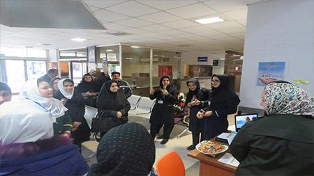 بازدید دانش آموزان مدرسه سبز سما سیاهکل از بیمارستان غدیر این شهرستان به مناسبت روز پرستار